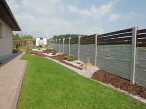 Realizace betonového plotu v Tymákově (zdroj: betonoveploty.net)