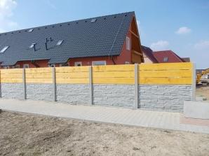 Realizace betonového plotu Nupaky (zdroj: betonoveploty.net)